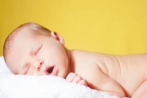 Новорожденные девочки лучше мальчиков справляются со стрессом