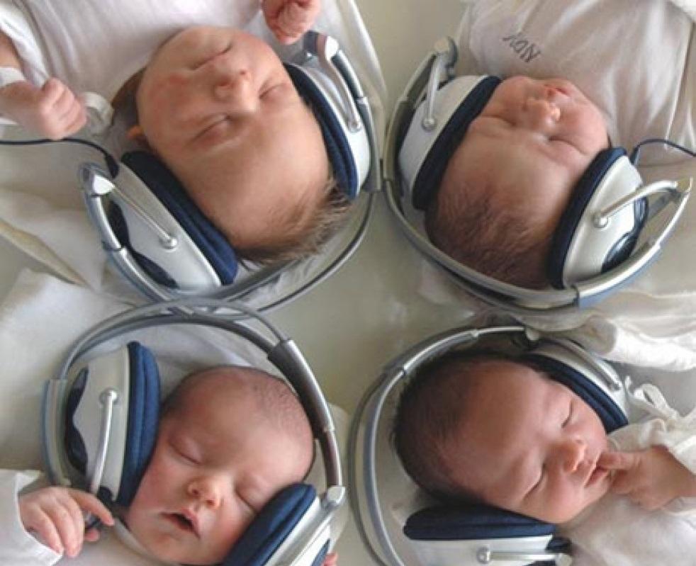 Музыкальная терапия улучшает состояние недоношенных детей