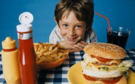 Большинство детей питается вредной пищей