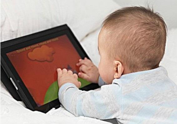 Смартфоны и планшет не дают детям спать