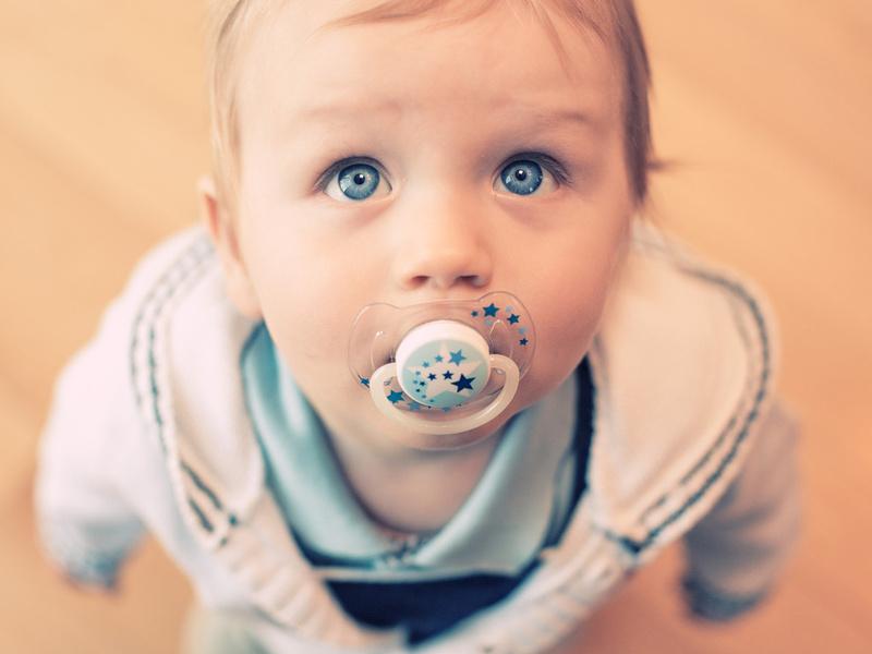 Пустышки вредят психологическому развитию мальчиков