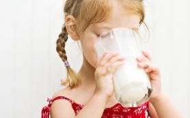 Молочные продукты в детстве сохраняют баланс походки в старости