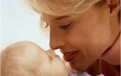 Демограф объяснил, почему российские женщины стали позднее рожать первенца