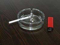 Специалисты рассказали, чем опасно курение в помещении