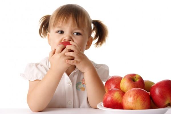 Задержка при перерезании пуповины защитит малыша от дефицита железа