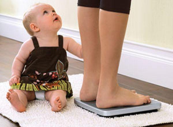 Ученые рассказали, почему женщины продолжают набирать вес после родов