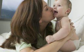 Поцелуи матери способствуют возникновению у малыша иммунитета от некоторых заболеваний