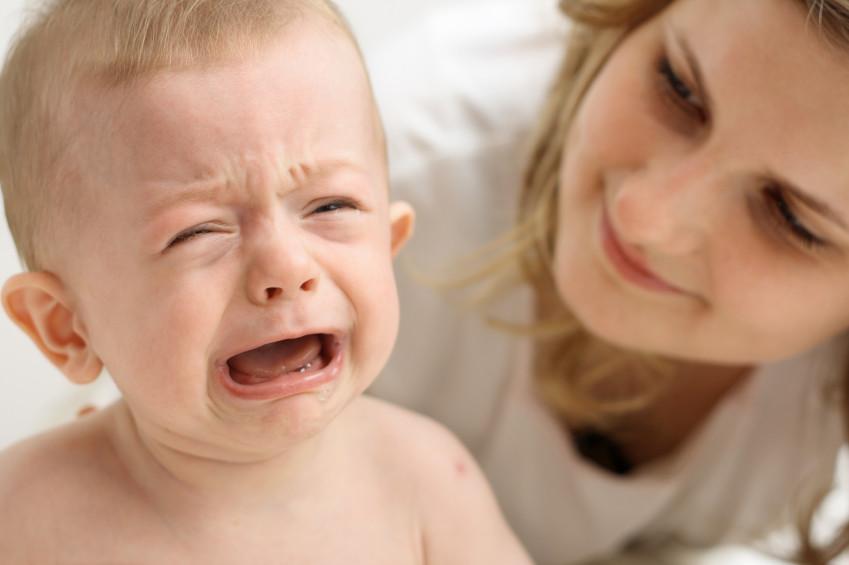Длительный плач ребенка может привести к нарушению развития его мозга