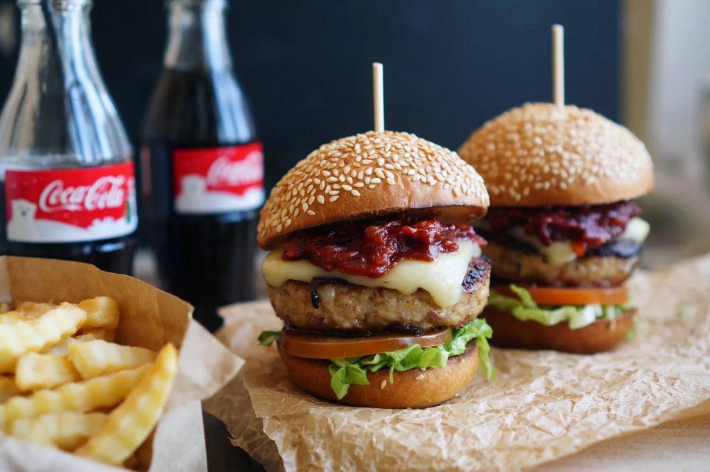 Гамбургеры: враги детских животиков