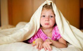 В появлении бессонницы у ребенка может быть виновата мать