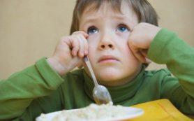 Знакомство малыша с аллергенными продуктами должно произойти до 1 года