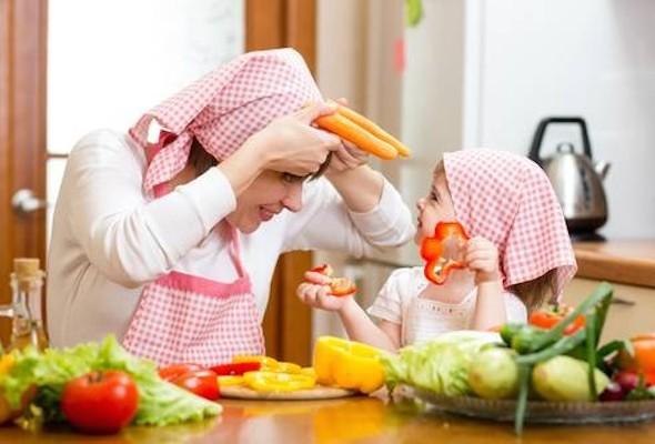 Как приучить детей к правильному питанию