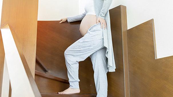 Опасно ли во время беременности подниматься по лестнице