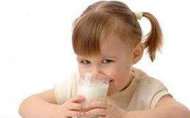 Дети, которые пьют цельное молоко, имеют более низкую массу тела