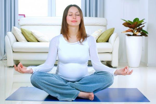 Как помогает йога во время беременности