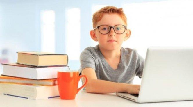 Подросткам разрешили 4 часа компьютера в день
