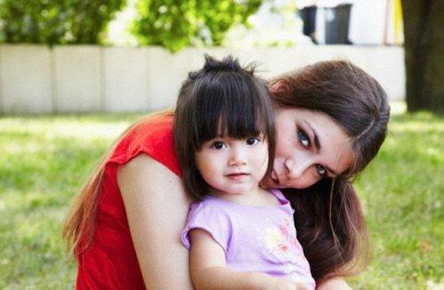 Дети от самых молодых мам хуже учатся в школе