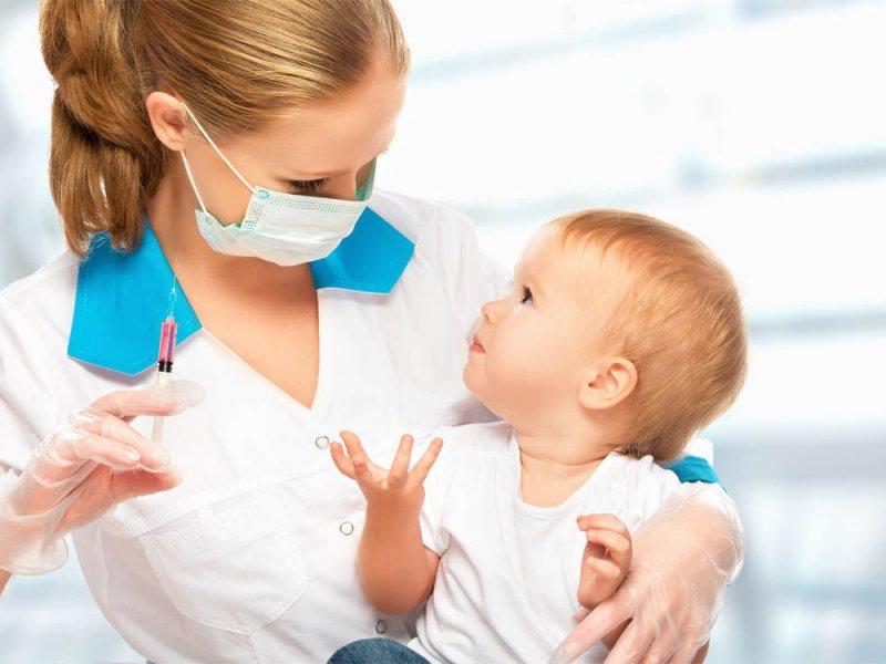 Как защитить ребенка от осложнений после прививок