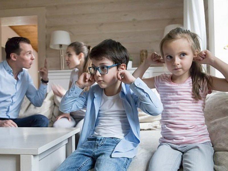 Родители должны спорить на глазах у детей