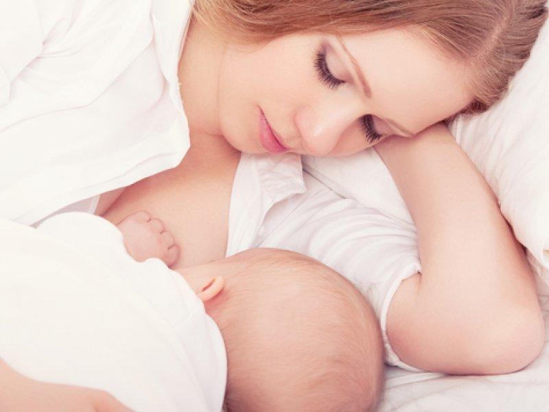 Молоко матери продолжает поражать ученых своей уникальностью