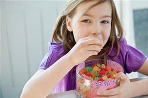 Названы самые опасные продукты для детей