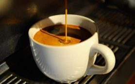 Медики рассказали, можно ли беременным пить кофе