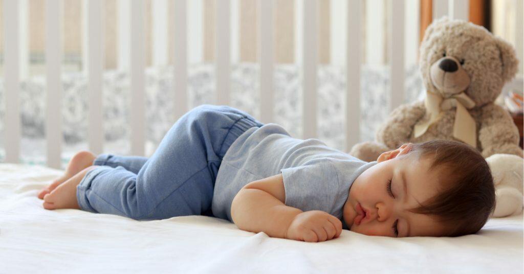 По мостику сна: как научить младенца засыпать быстро и без слёз