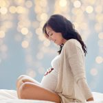 Не красить ногти и есть за двоих: каким мифам о беременности не стоит верить