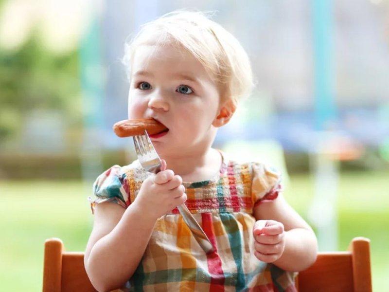 Колбаса и сосиски вызывают у детей проблемы с почками – врач