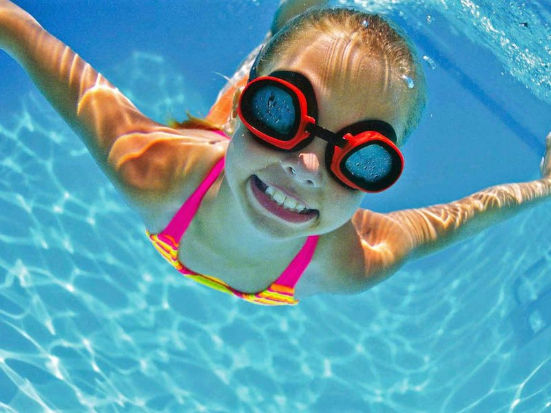 Избавиться от проблем: польза плавания в бассейне