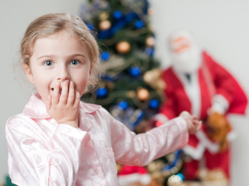 Врач рассказывает как сохранить здоровье ребенка во время новогодних праздников