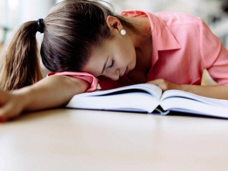 Начало учебы на час позже улучшает самочувствие и успеваемость подростков