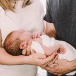 Как помочь новорожденному при коликах в домашних условиях