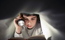 Читать для детского мозга гораздо полезней, чем смотреть в экран