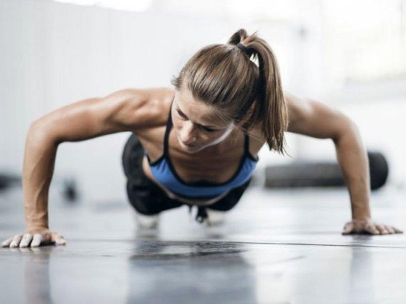 5 популярных у худеющих людей упражнений, которые в реальности не помогают похудеть