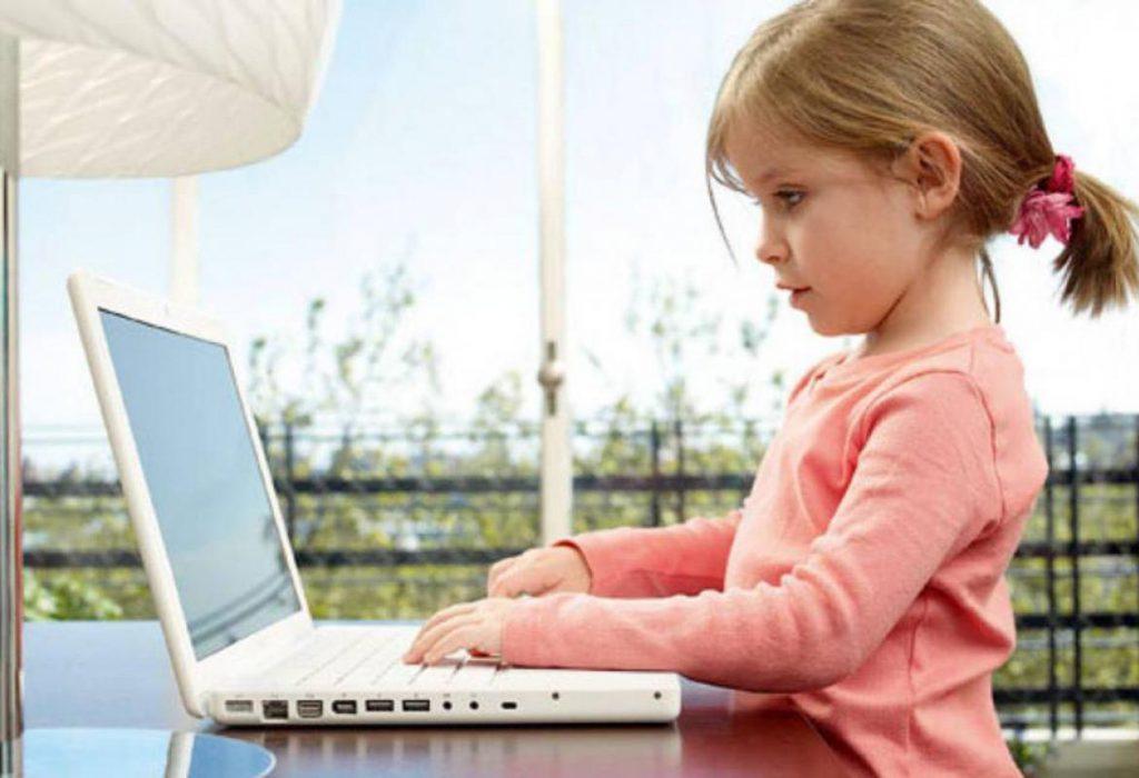 Скоро компьютер девчонкам заменит родителей – что делать?