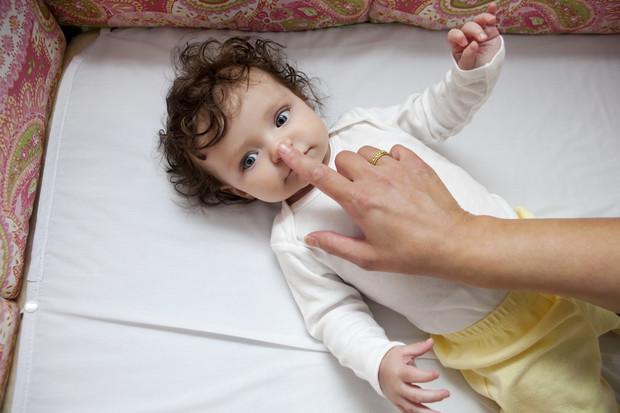 Как чистить носик новорожденному: приспособления и рекомендации