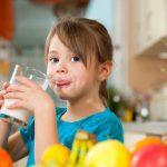 Эксперты: ребенок должен работать по дому с полутора лет