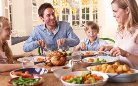 Как следить за питанием ребенка в летний период