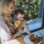 Хлеб в рационе малыша: нужен или нет
