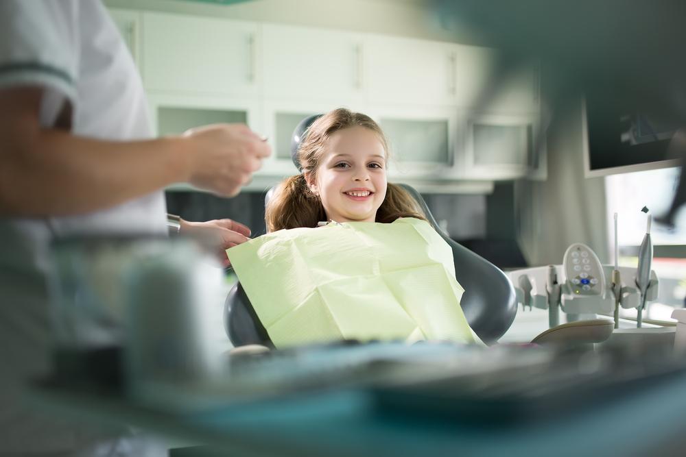 Когда меняются молочные зубы у детей?