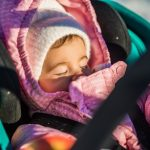 Сон ребенка на балконе в морозную погоду: за и против